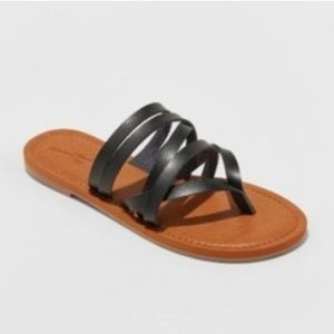 Universal Thread Size 7 or 9.5 Black Strap Sandals